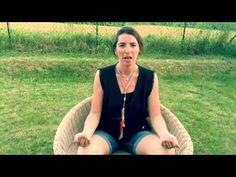 Cette vidéo vous explique les principes de base de la pratique de la méditation : posture, état d'esprit, respiration... Méditer c'est s'accorder un temps pour soi, avec soi, c'est être présent à soi-même, au monde, et développer son ancrage. Les bienfaits sont multiples: sérénité, meilleure gestion des émotions, clarté de pensées...  Je vous souhaite de passer de beaux moments avec vous-même, ce sont des cadeaux de la vie... Proposée par Sophie MAGENTA www.lescoachingsdesophie.fr