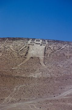Atacama giant at Cerro Unita, in the Atacama Desert, Chile is the largest geoglyph in the world meters) Ancient Ruins, Ancient Artifacts, Ancient History, European History, Ancient Greece, Ancient Egypt, American History, Les Aliens, Alien Theories