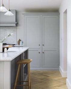 An integrated pantry and fridge in the corner keeps everything neat and uncluttered, adding to the wonderfully calm atmosphere of this stylish Shaker kitchen. You can now take a look around this beautiful project on our website (link in bio) #deVOLKitchens