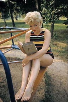 Marilyn Monroe Book nerd :)
