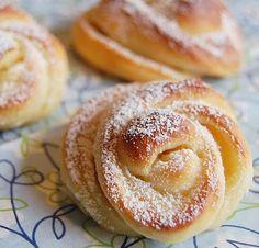 My big Köksäventyr: Chocolate Buns Vs. vanilla buns!