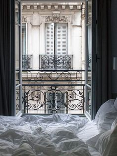 Der perfekte Weg, um in Paris aufwachen. Eine Tasse Kaffee und einen Blick auf d… The perfect way to wake up in Paris. A cup of coffee and a view of the Parisian rooftops from your bed. Bedroom Scene, Cozy Bedroom, Bedroom Bed, Trendy Bedroom, Master Bedrooms, Interior Design Minimalist, Hotel Paris, Hotels In Paris, Paris Paris