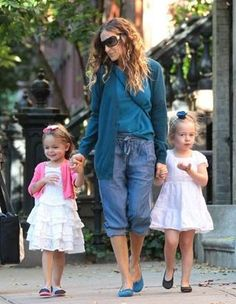 Little 'Carrie Bradshaws' showing their style! #sarahjessicaparker #tadpoleandlily #nykidsstyle