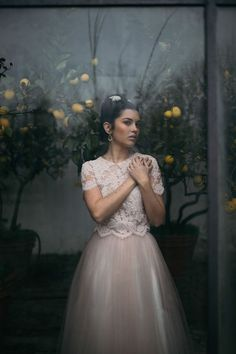 gorgeous crop top wedding dress | sposa in abito due pezzi rosa cipria