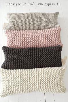 Coussins en laine couleurs pastel Plus