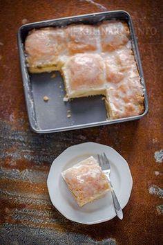 Jabłecznik z połówkami jabłek Polish Desserts, Cake Recipes, Dessert Recipes, Carrot Cake Cheesecake, Breakfast Menu, Healthy Sweets, How Sweet Eats, Food To Make, Food And Drink