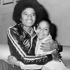 Michael Jackson and Janet Jackson The Jackson Five, Jo Jackson, Jackson Family, Janet Jackson Young, Jackson Music, Photos Of Michael Jackson, Michael Jackson Smile, Paris Jackson, Familia Jackson
