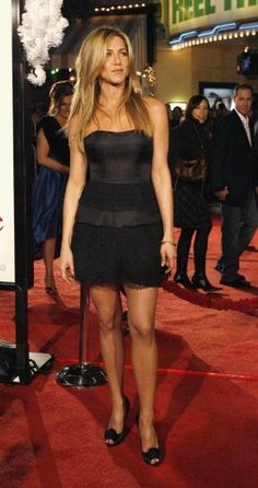 Jennifer Aniston Sexy Photos - Hot Pics - Jennifer Joanna Linn Anastassakis F·R·I·E·N·D·S ~ Jennifer Aniston Sexy Photos Jennifer Aniston Style, Rachel Green, Jeniffer Aniston, Justin Theroux, Red Carpet Looks, Brad Pitt, Beautiful Celebrities, Sensual, Belle Photo