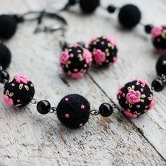 Eye-catching hot pink and black jewerly set by NettesRoseGarden