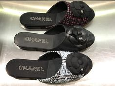 💋Express yourself on #SS17 💋@CHANEL multicolr mule slipper flats #musthaves #chanel @BarneysNY @barby_ds  #nyc