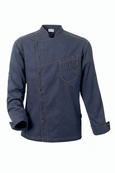 DISTRICT chaquetilla de cocina denim. Pespunte naranja, cuello Mao, cierre con automáticos, 1 bolsillo doble en el pecho, puños con vuelta, fuelle en hombros, 2 bolsillos en la espalda para accesorios o móvil, modelo registrado. Largo 76cm, tela vaquera 60% poliéster, 40% algodón. Denim. Hotel Uniform, Men In Uniform, Restaurant Uniforms, Mens Kurta Designs, Corporate Wear, Mode Streetwear, Shirt Style, Work Wear, Men Dress