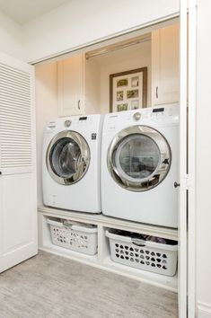 You have to see this laundry room decor idea with closed door space. Love it! #LaundryRoomDesign #HomeDecorIdeas @istandarddesign