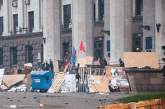 Separatists at the barricades in Labor House in Odessa