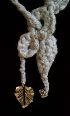 Handmade Crochet Necklace par joywelry2love sur Etsy, $18.99
