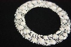 白い花のリース刺繍 の画像|* Slow Life *