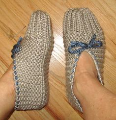 Quick and Easy Knit Slippers pattern by chez pascale These slippers are really easy & you can make them in just hours! Great for using leftover yarn. I used a bulky yarn whi. Knit Slippers Free Pattern, Easy Crochet Slippers, Crochet Slipper Pattern, Crochet Socks, Knit Or Crochet, Crochet House, Crochet Granny, Easy Knitting, Knitting Socks