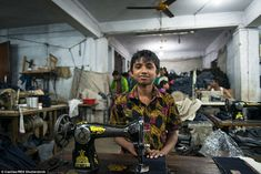 Photographer documents garment industry in Bangladesh Fast Fashion, Slow Fashion, Ethical Fashion, Fashion Brands, Fashion Hats, Denis Robert, Francois Xavier, Textiles, Industrial Style