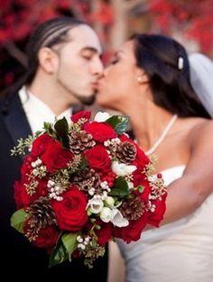33 Adorable Christmas Wedding Bouquets – Traditional and Not Only Weddingomania | Weddingomania