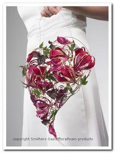 Voorbeelden Bloemschikken Oasis Apart Bruidsboeket van hartvorm Maak een hartvorm van verschillen de soorten lakdraad en aluminiumdraad ...