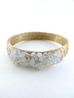 bracelete de capim dourado com pedras