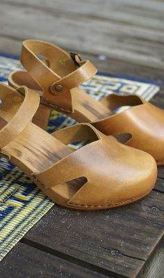 Love! Need new cute clogs for summer.