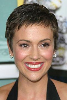 Alyssa Milano Short Hair Alyssa Milano In 2019 Short