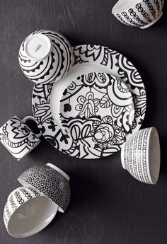 I'm kinda in love with this ecclectic and whimsical look - Dishware from Crate and Barrel.