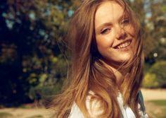 glowing natural makeup, Frida Gustavsson