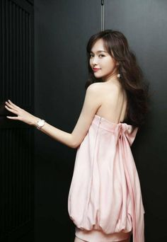 Tang Yan Exudes Confident Charm at the Bulgari Jewelry Event - A Koala's Playground Tiffany Tang, Vietnam, Blouse Neck Designs, Designs For Dresses, Chinese Model, Chinese Actress, Asian Style, Asian Beauty, Cute Dresses
