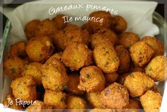 Gâteaux piment, Ile Maurice / Island of Mauritius: Chilly veggie cakes. Indian Food Recipes, Vegetarian Recipes, Cooking Recipes, Ethnic Recipes, Haitian Recipes, Mauritian Food, Veggie Cakes, Creole Recipes, Island Food