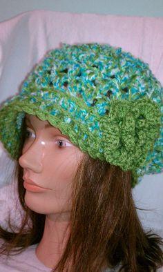 crochet green berret with brim