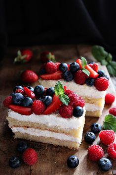 GYÜMÖLCSÖS TÚRÓS SZELET Hungarian Desserts, Hungarian Cuisine, Hungarian Recipes, Hungarian Food, Main Dishes, Cheesecake, Goodies, Rolls, Food And Drink