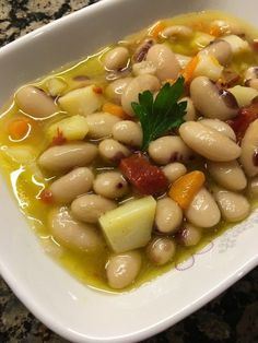 Zeytinyağlı fasulye pilaki, mevsimsiz yemeklerimizden, her zaman… Hello! Bean stew with olive oil can always be eaten from our seasonal dishes. The pilaki I use in my photography is in the markets and markets in Bursa in August, September… Vegan Snacks, Healthy Snacks, Salad Recipes, Vegan Recipes, Bean Stew, Turkish Recipes, Side Recipes, Vegetable Side Dishes, Dining