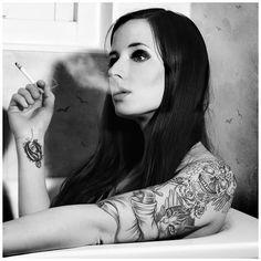 http://mrtopp.com/wp-content/uploads/2011/01/sexy_tattoo_girl.jpg