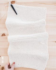 Crochet Thermal Stitch - Crochet the thick thermal stitch to make my simple tote bag free pattern. You are in the right plac - Crochet Simple, Crochet Diy, Crochet Tote, Crochet Basics, Crochet Crafts, Crochet Projects, Crochet Bag Tutorials, Crochet Storage, Crochet Handbags