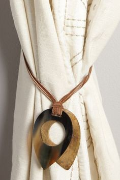 Leather-Latched Horn Tieback - anthropologie.eu