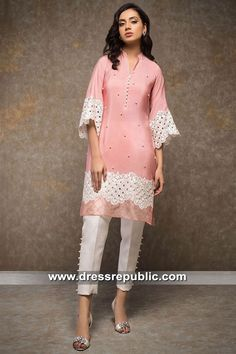 Zainab Chottani Eid Collection 2019 San Jose, San Diego, CA. Buy latest Pakistani and Indian Designer Dresses Online. Fancy Dress Design, Stylish Dress Designs, Stylish Dresses, Casual Dresses, Fashion Dresses, Simple Pakistani Dresses, Pakistani Fashion Casual, Pakistani Dress Design, Pakistani Outfits
