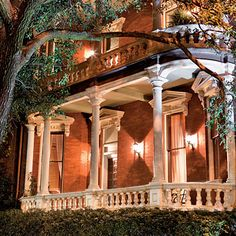 I LOVE this porch! With houses like this, I'd start taking house tours too :) Kehoe House in Savannah, GA. My husband and I stayed here one year on our anniversary. Very nice and romantic. Savannah Hotels, Visit Savannah, Savannah Georgia, Savannah Chat, Savannah Smiles, Historic Savannah, Oh The Places You'll Go, Places To Visit, Haunted Places