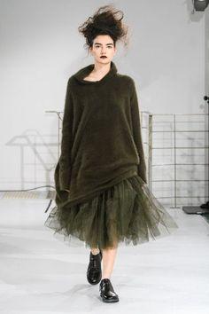 Rundholz at Paris Fashion Week Fall 2018 - Runway Photos Source by lenaubario fashion 2018 Fashion Casual, Style Casual, High End Fashion, New Fashion, Trendy Fashion, Fashion Outfits, Womens Fashion, Fashion Tips, Fashion Design
