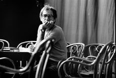 KIESLOWSKI FALA DA SUA VIDA.  Nessa entrevista, o grande cineasta polonês Krzysztof Kieslowski fala do cinema, da Polônia comunista e do sentido da vida. Confira em http://personacinema.com.br/