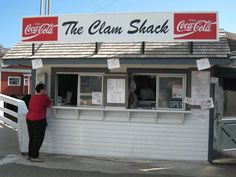 Image from http://nmgastronome.com/wp-content/uploads/2009/09/ClamShack01.jpg.