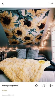 Dorm room decor ideas for your freshman dorm room. These ideas are a must for freshman year! Make your dorm room super cute. Cute Room Decor, Teen Room Decor, Yellow Room Decor, Yellow Rooms, Yellow Walls Bedroom, Yellow Bedroom Decorations, Room Decor With Lights, Dorm Room Themes, Home Decor Ideas