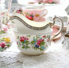 VINTAGE MILK JUG AYNSLEY BONE CHINA PINK ROSE-ROSEBUD WEDDING TEA SET1905-25