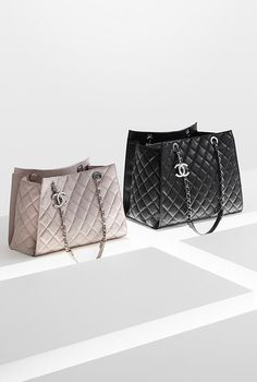 Shopping bag in velvet touch... - CHANEL