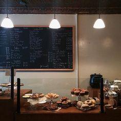 によるInstagramの写真ficklekitten - . charming cafe in Soho that I went yesterday . . 昨日行ったソーホーのオールドファッションなカフェ .