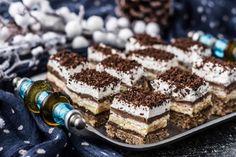 Prajitura Kinder Bueno - Bucătăria Urecheatei Nutella, Tiramisu, Delicious Desserts, Caramel, Deserts, Food And Drink, Cooking, Ethnic Recipes, Pies