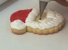 Confeiteira ensina como fazer biscoitos decorados de Natal