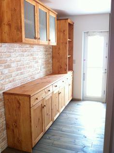 Kitchen Rack, Kitchen Shelves, Kitchen Builder, Simple Kitchen Design, Minimalist Home Decor, Kitchen Trends, Wooden Kitchen, Home Decor Inspiration, Kitchen Interior