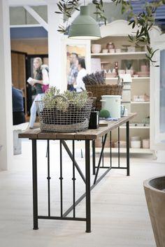 tafels op maat gemaakt van oud hout en ijzer  Oude bouwmaterialen en meubels op maat gemaakt bij Jan van IJken Eemnes www.oudebouwmaterialen.nl