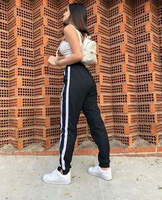 Outfits With Leggings – Lady Dress Designs Modest Summer Outfits, Uni Outfits, Sporty Outfits, Trendy Outfits, Girl Outfits, Fashion Outfits, Womens Fashion, Fashion Trends, Sweatpants Outfit